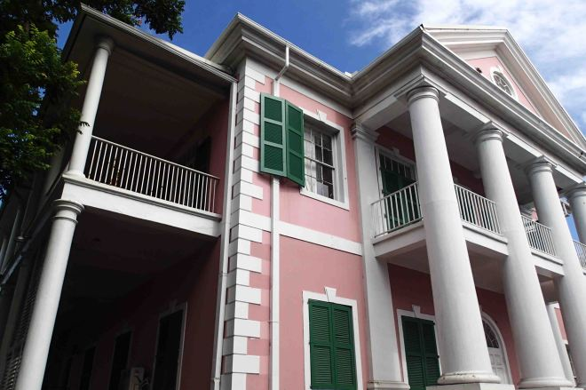 The Queen's Staircase is a highlight of Nassau, Bahamas, and it's free to boot!