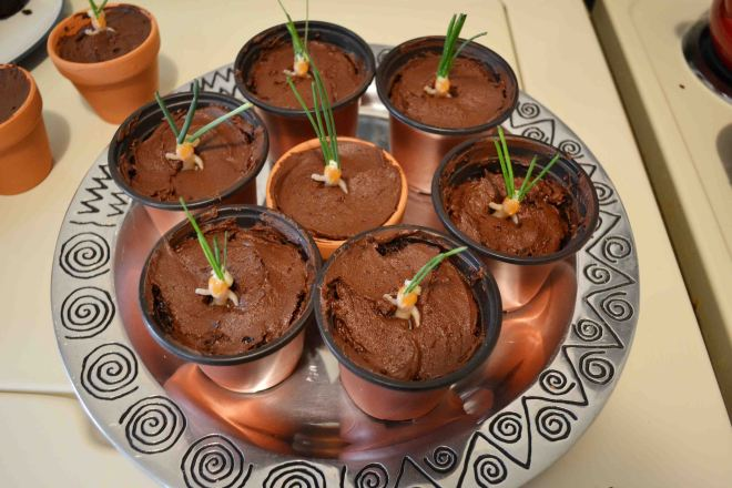 Making Mandrake cakes for a halloween Harry Potter party!