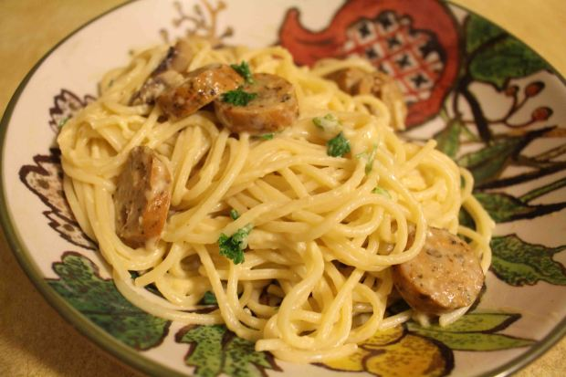 I love easy weeknight pastas. This one has sausage, mushrooms, and an easy egg sauce!