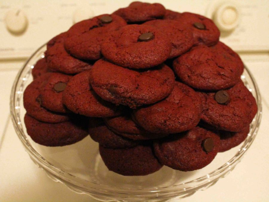 Red Velvet Chocolate Chip cookies just may be the ultimate Valentine's day dessert!!