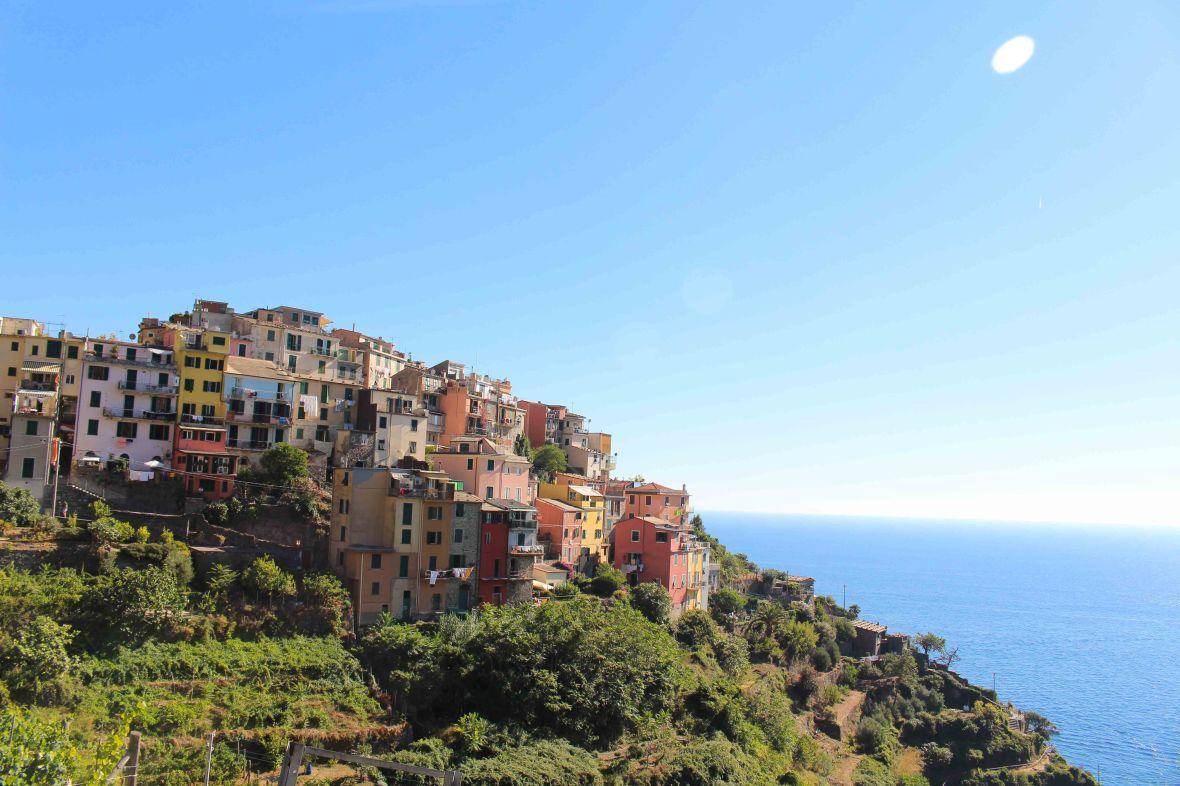 Where the mountains meet the ocean: a guide to Cinque Terre!